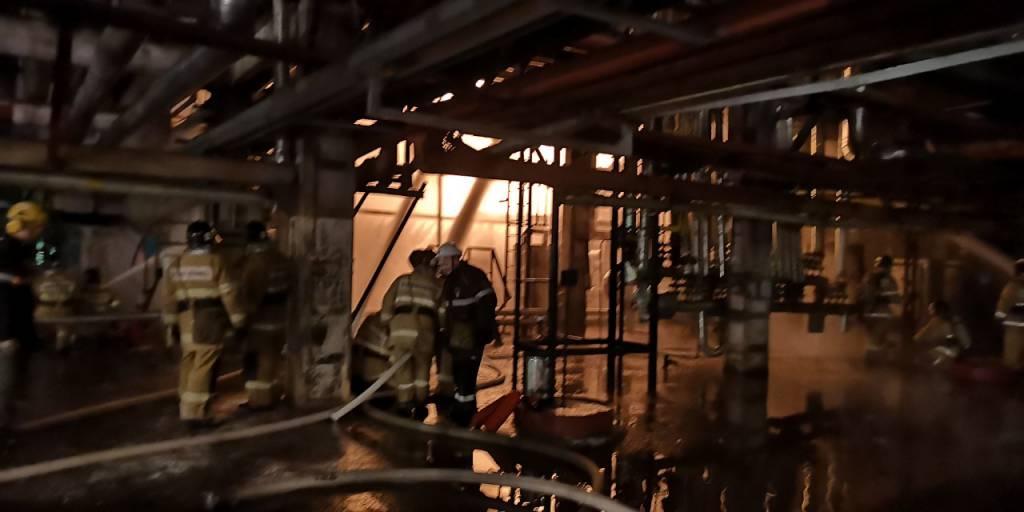 На территории нефтеперерабатывающего предприятия в городе Ангарске произошел пожар
