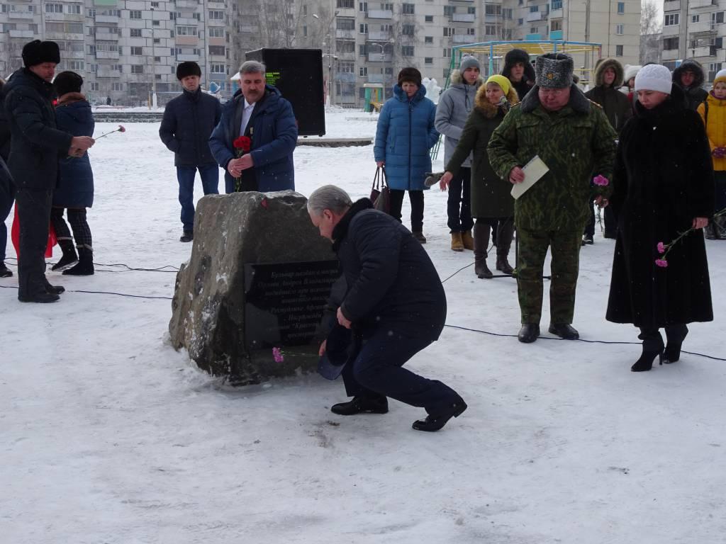 В Братске открыли мемориальную доску воину-афганцу Андрею Орлову (фото)