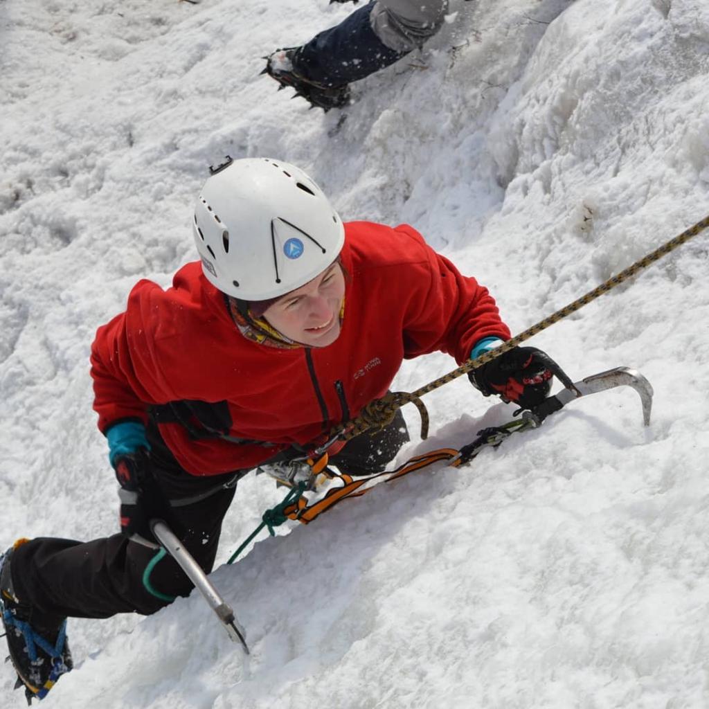 Альпинисты покорили скалы Братской ГЭС (фото)