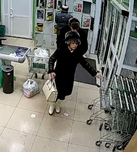 В Братске разыскивают похитителей денег с чужих банковских карт (фото)