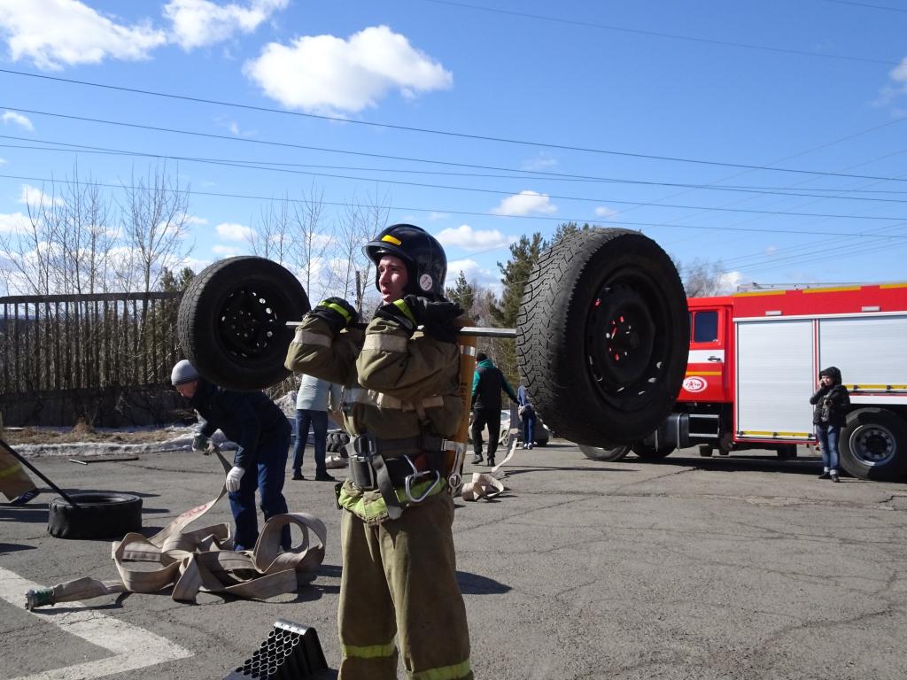 В Братске прошли соревнования по функциональному пожарному многоборью (фоторепортаж)