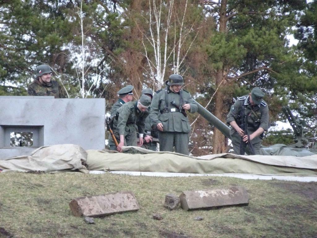 К юбилею подвига Степана Погодаева в Братске показали реконструкцию штурма Сапун-горы (фото)