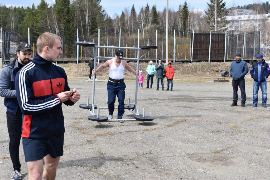 При поддержке Фонда Андрея Чернышева в Железногорске-Илимском прошли соревнования по силовому экстриму