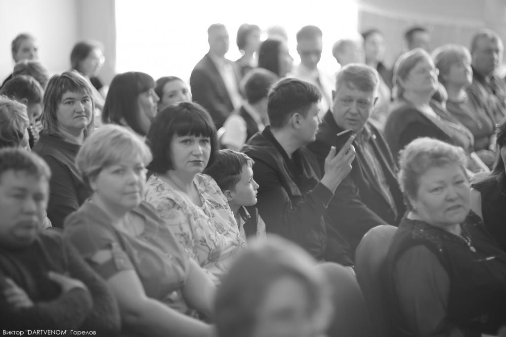 Сегодня в школах Усть-Кутского района звучат последние звонки (фото)