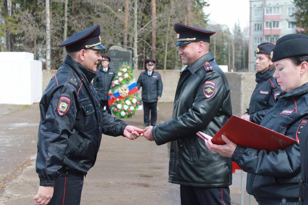 Сотрудники правопорядка Усть-Илимска отметили годовщину создания местной милиции (видео)
