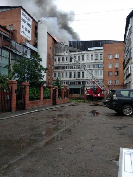 56 человек были спасены сегодня при  пожаре семиэтажного дома в Иркутске (фото, видео)