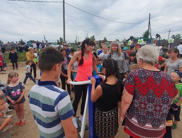 Андрей Чернышев открыл уличную тренажерную площадку в жилом районе Сухой города Братска