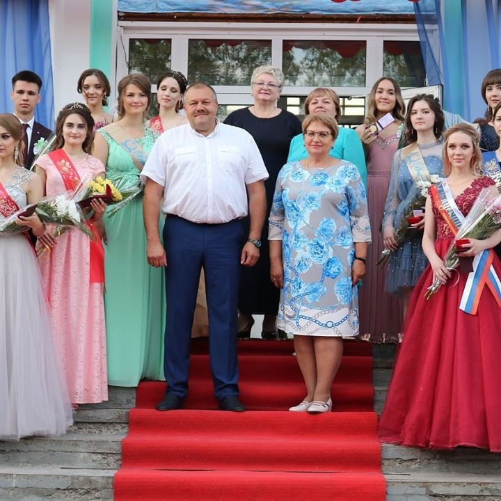 До свидания, школа! В Усть-Куте накануне прошел выпускной вечер (фото)