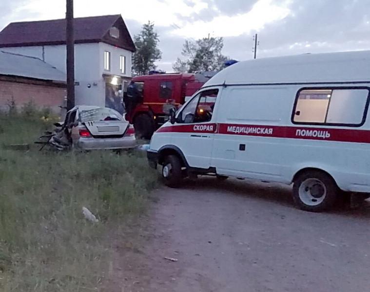 Один человек погиб, трое - пострадали. В Братске столкнулись легковые автомобили (фото)