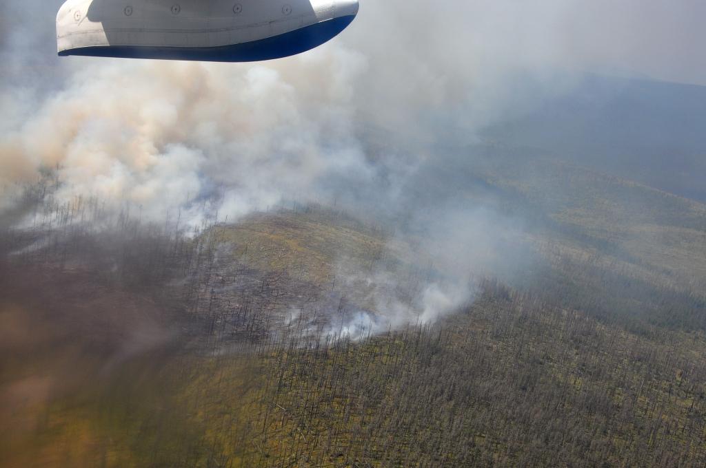 На защиту села Ика Катангского района от лесного пожара направлена дополнительная группа пожарных