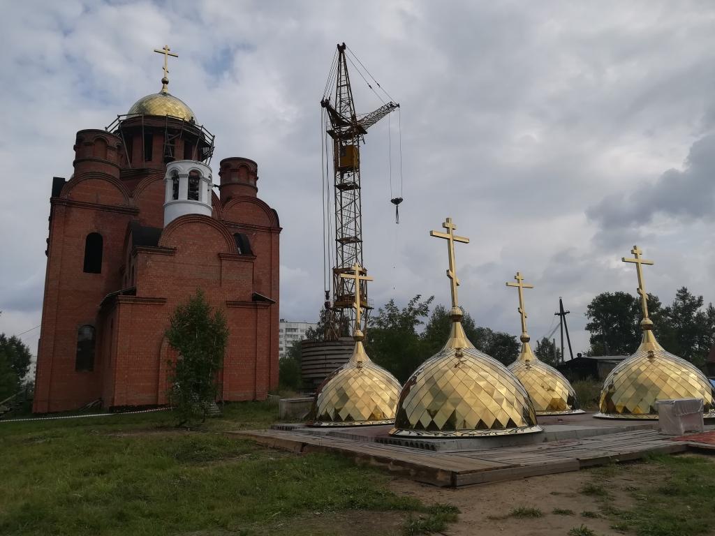 В свете золота. Храм Преображения Господня засиял куполами (фото)