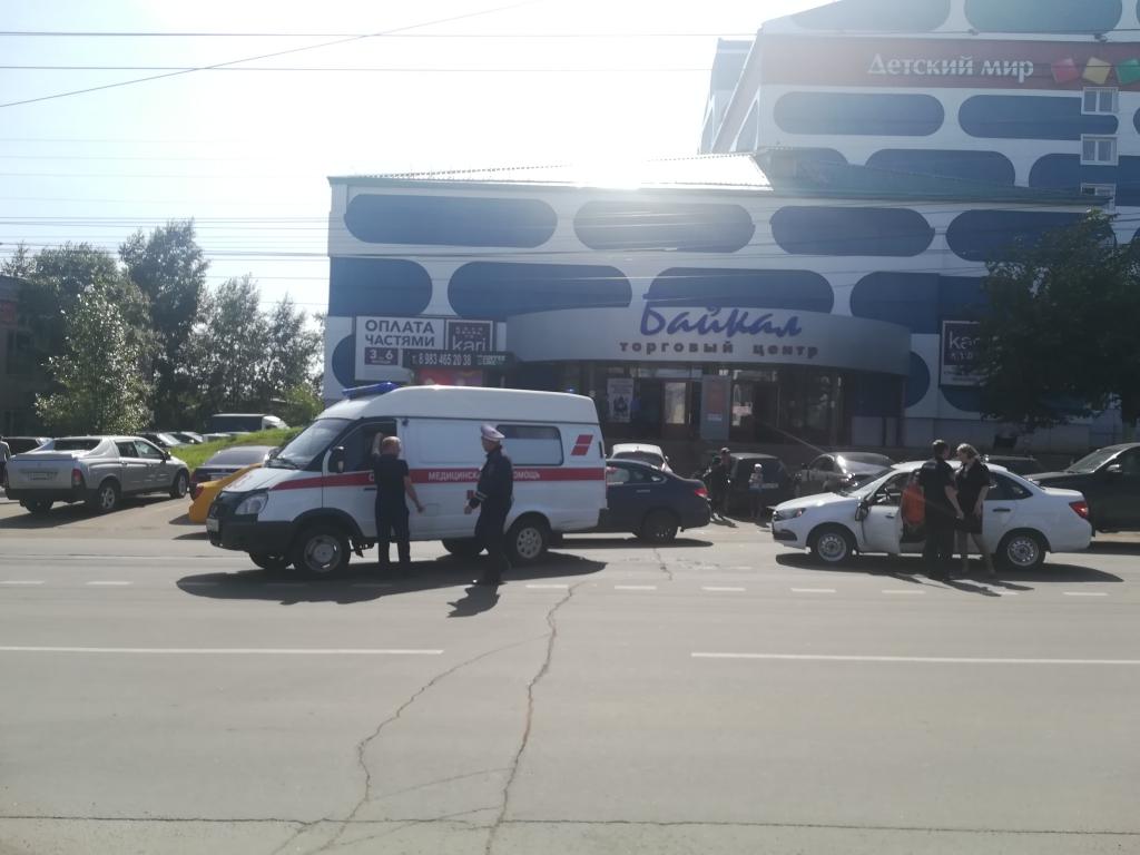 В Братске девушка попала под колеса автомобиля (фото)