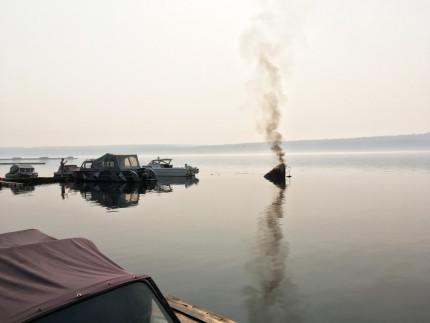 Катер загорелся и затонул. В Усть-Илимске произошло ЧП на лодочной станции