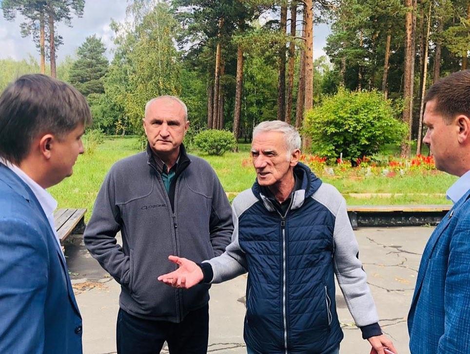 Андрей Чернышев посетил стройплощадку бассейна Братского университета