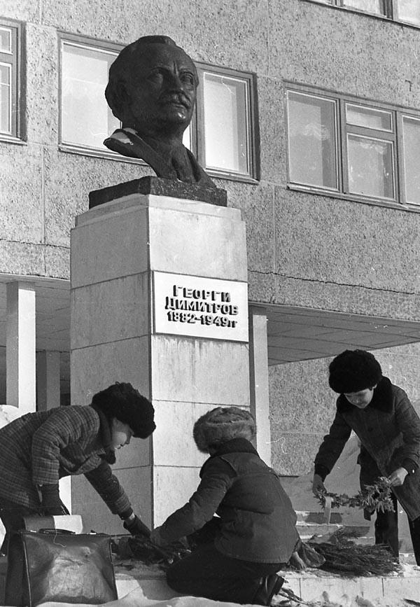 Чтить историю. В Усть-Илимске после реставрации открыли памятник Георгию Димитрову