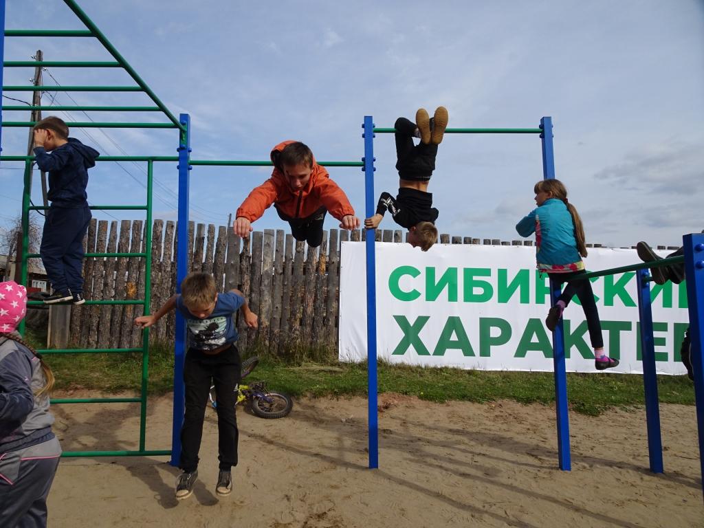 Фонд Андрея Чернышева провел спортивный праздник для детей жилого района Сухой (фото)