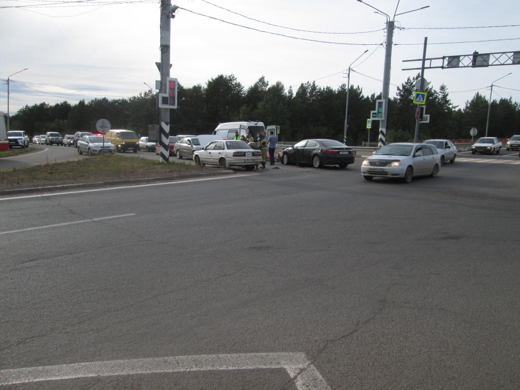 """Некрасивая авария с красивой машиной. """"Лексус"""" и """"Тойота - Королла"""" столкнулись на федеральной трассе в Братске (фото)"""