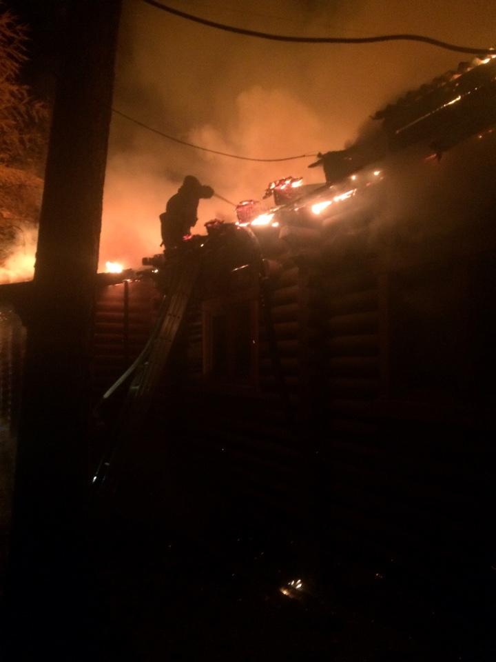 А дачи горят. В реанимацию попала женщина, дом которой горел этой ночью в поселке Комсомольский