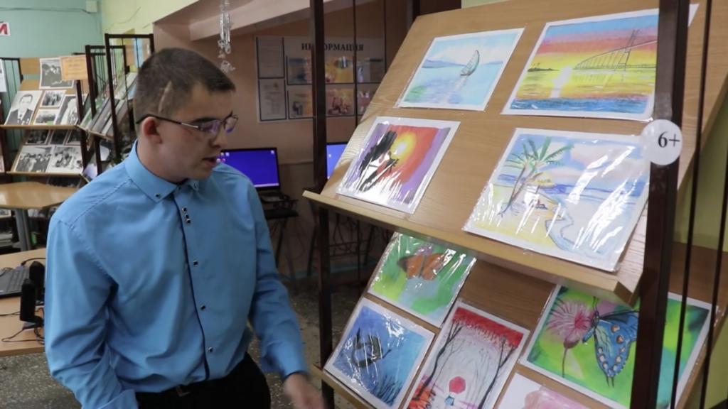 Персональная выставка юного живописца из Усть-Кута открылась в городском культурно-библиотечном центре