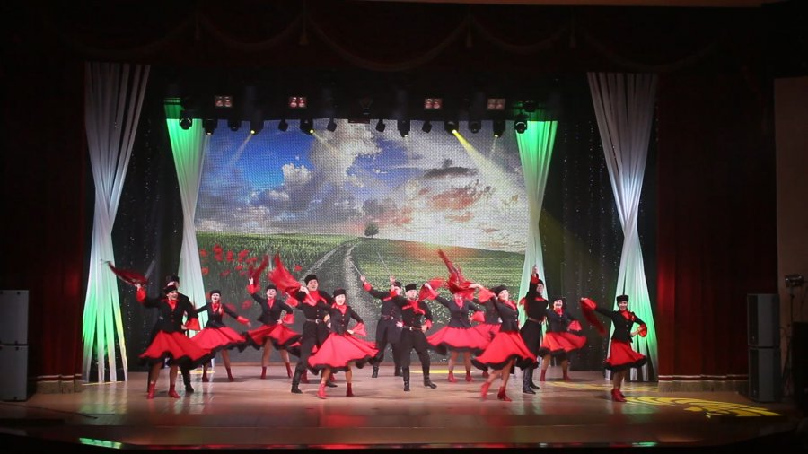 Танцуют все! Трудовые коллективы Усть-Илимска приняли участие в проекте «Большие Илимские танцы» (фото, видео)