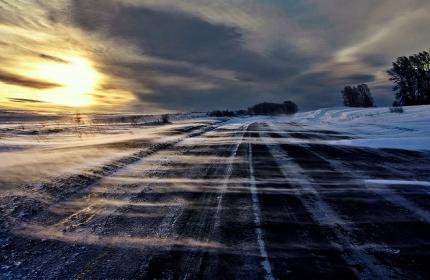 Метеорологи прогнозируют в северо-западных районах Иркутской области усиление ветра, снег, метели, на дорогах - снежный накат