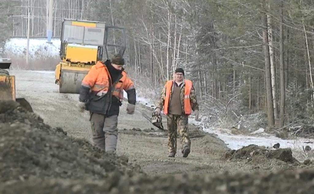 Полным ходом. В Усть-Илимском районе ведется ремонт трассы между поселками Железнодорожный и Тубинский