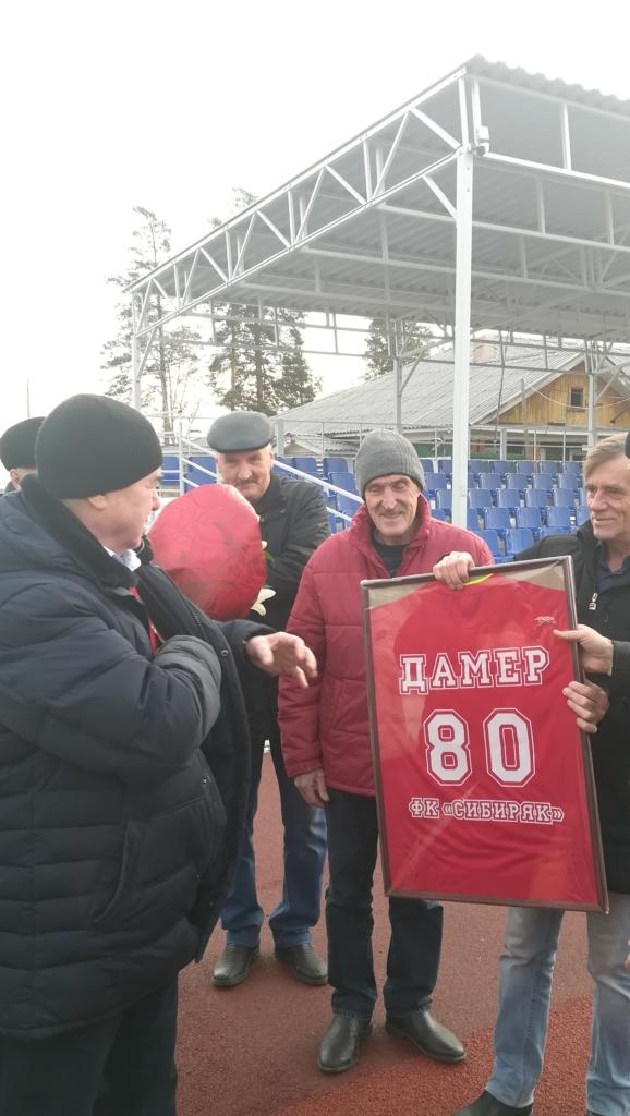 """""""Труд"""" - это жизнь. Директору самого первого стадиона в Братске Анатолию Дамеру - 80 лет!"""