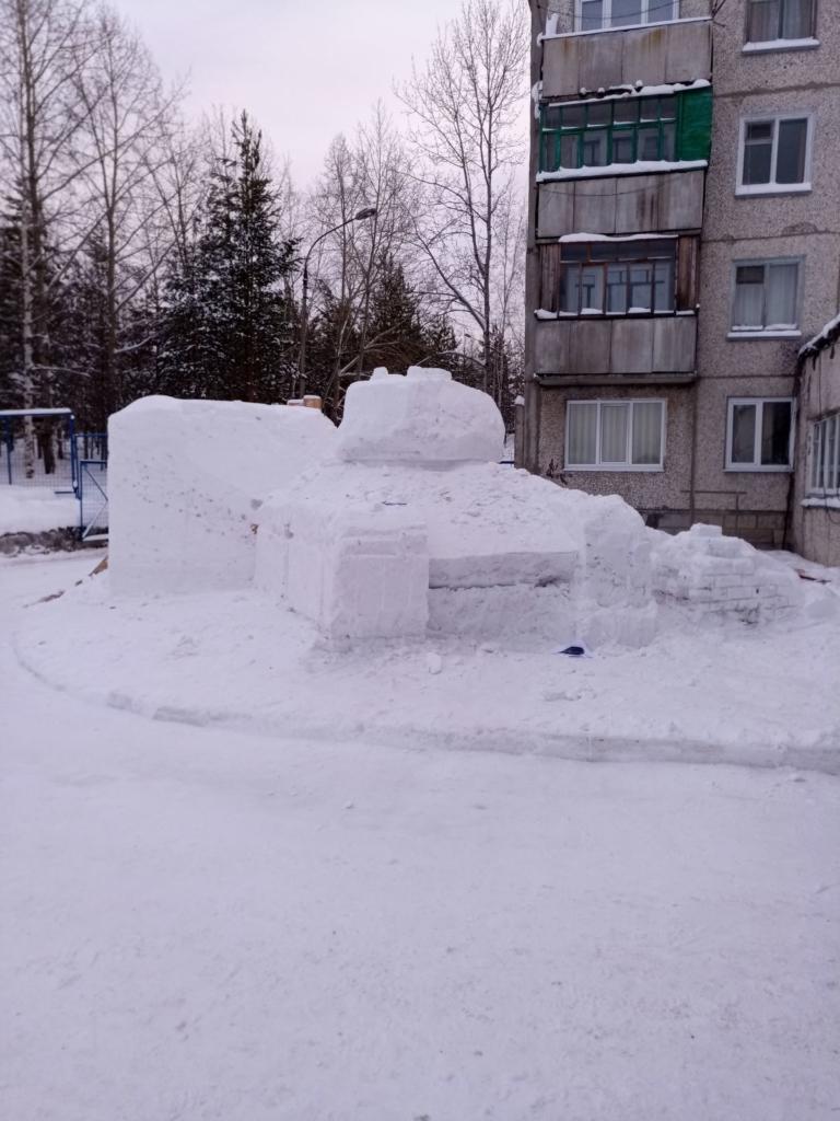 Т-34 из снега. Пожарные Усть-Илимска возвели необычную скульптуру, посвященную 75-летию Великой Победы (пошаговая фотоинструкция)