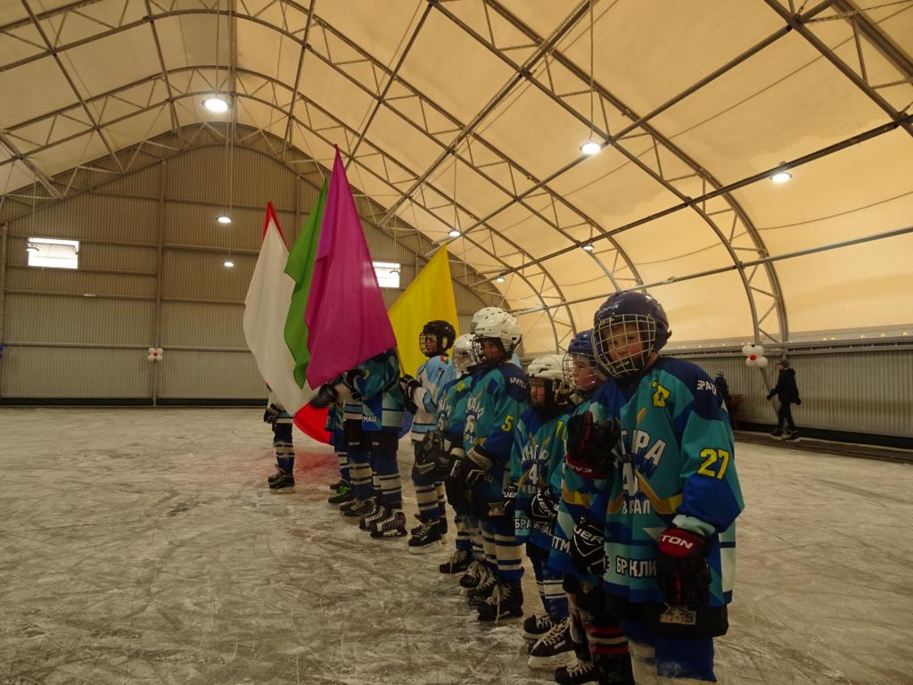 Все на лед! В Братске торжественно открыли очередную крытую ледовую площадку (фоторепортаж)