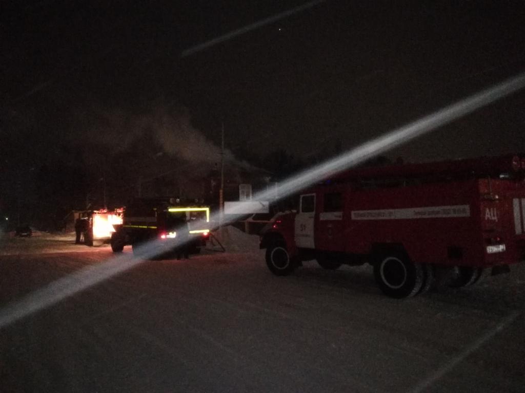 Машины отстояли. В прошедшие выходные в Усть-Илимске горела автостоянка (фото)