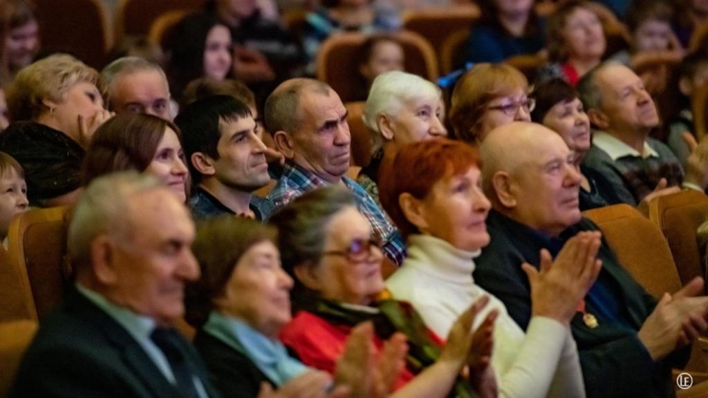 Народные песни, классика и джаз – все под силу русской балалайке! В Усть-Илимске прошел концерт «Рождественские встречи» (фото)