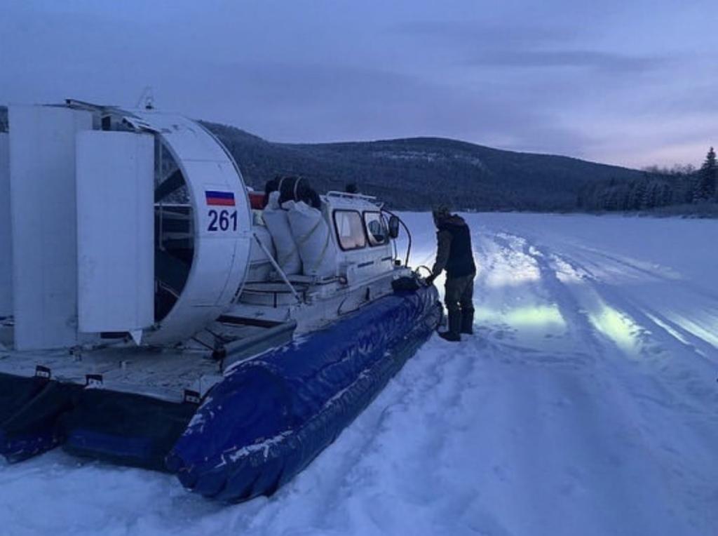 В нужном месте в нужное время. Глава города Усть-Кута спас замерзающих рыбаков