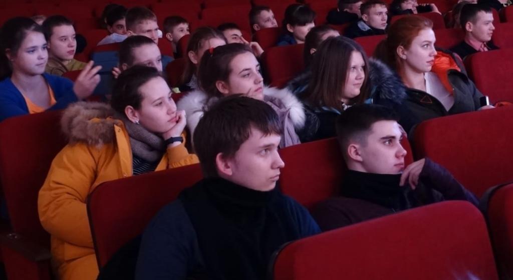 В Братском районе начались театральные гастроли по проекту Фонда Андрея Чернышева «Театр дарит доброту» (фото)