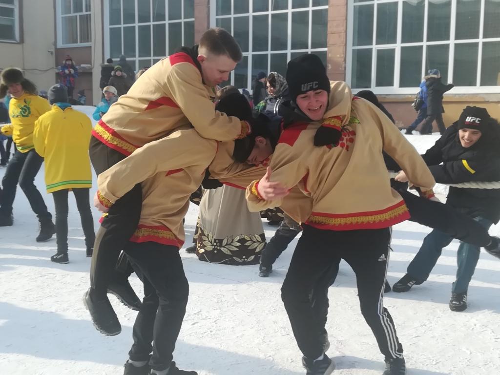 Фундамент нации. В Братске студенты педагогического колледжа реализуют проект по возрождению обычаев и традиций русского народа (фото)