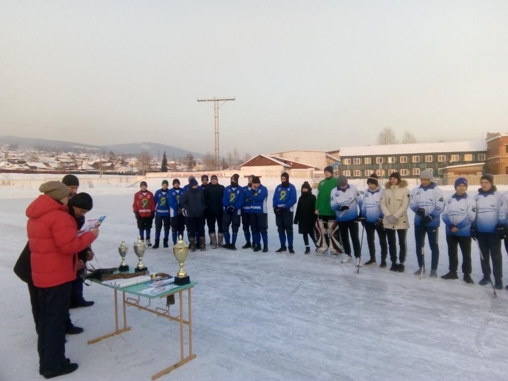 В Усть-Куте прошел областной турнир по хоккею с мячом