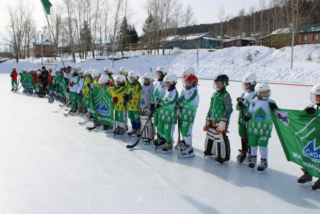 В Железногорске-Илимском прошел областной турнир по хоккею с мячом (фото)