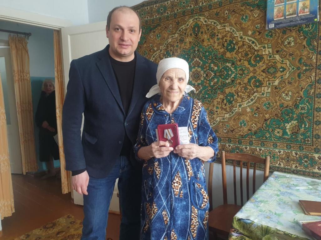 Александр Дубровин вручил юбилейные медали к 75-летию Великой Победы ветеранам-правобережцам Братска
