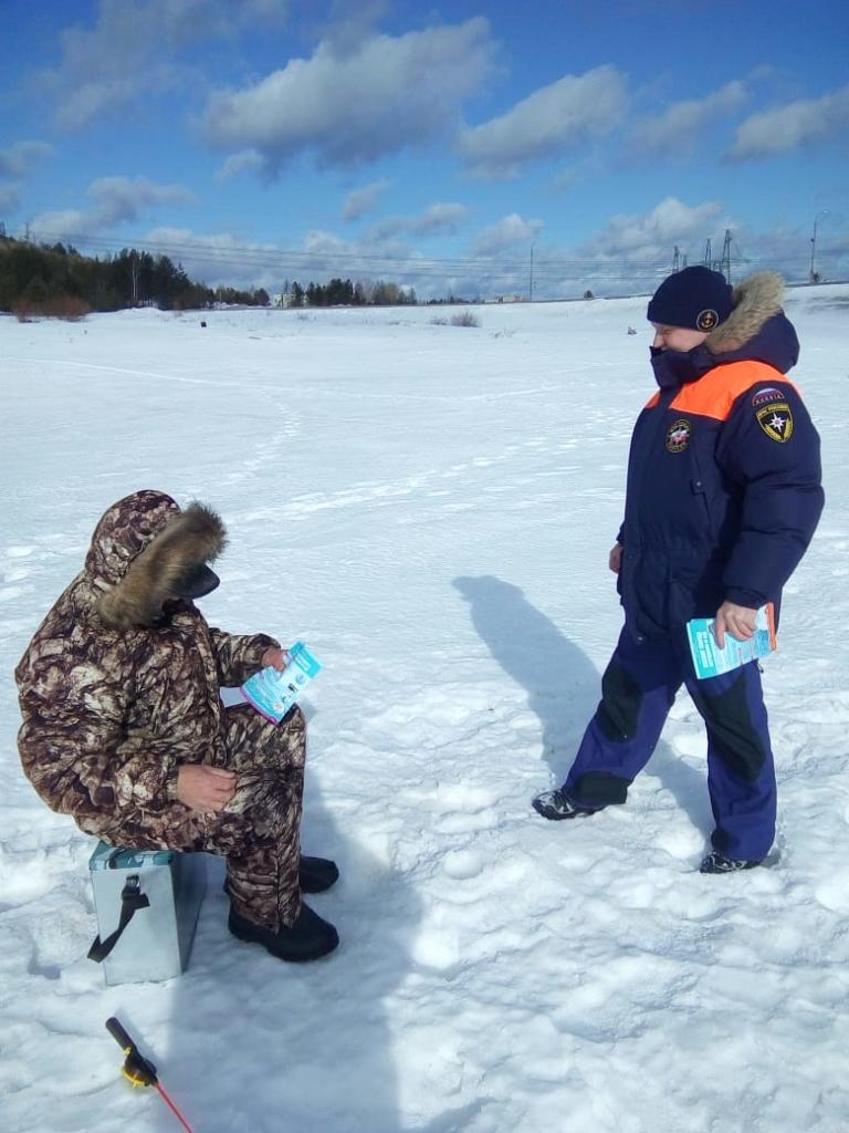 На льду опасно! Инспекторы ГИМС напоминают о соблюдении правил безопасности