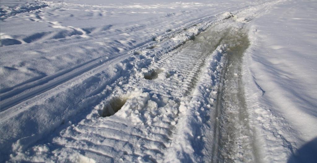 Тает лед. Двое устьилимских рыбаков оказались в сложной ситуации