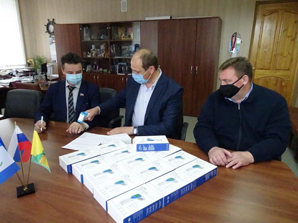 Фонд Андрея Чернышева приобрел и доставил партию бесконтактных термометров в Нижнеилимский район