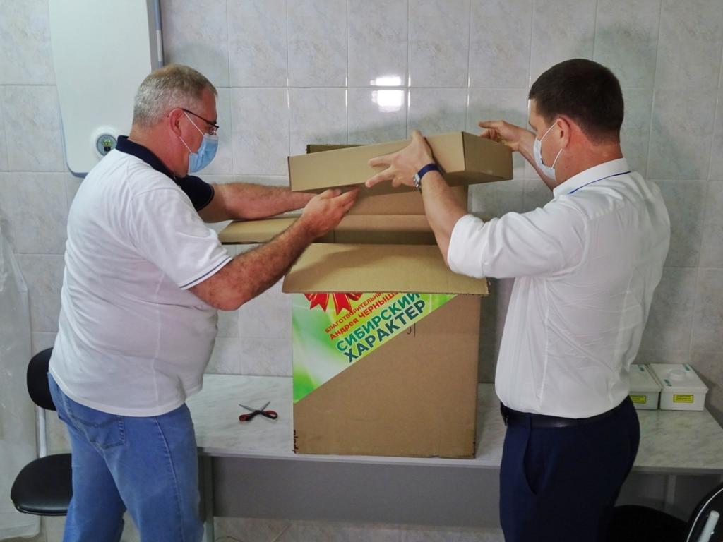 Андрей Чернышев передал автоматический анализатор крови в Братскую городскую больницу № 1
