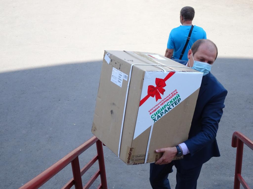 Фонд Андрея Чернышева передал современное лабораторное оборудование в Братскую районную больницу (видео)