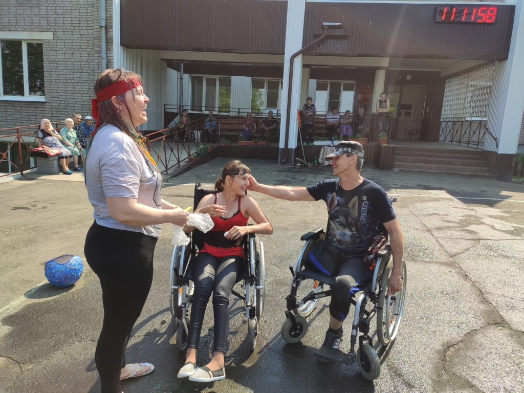 Не лето, а сказка. Международный день фей отметили сотрудники и постояльцы Братского дома - интерната для престарелых и инвалидов (фото)