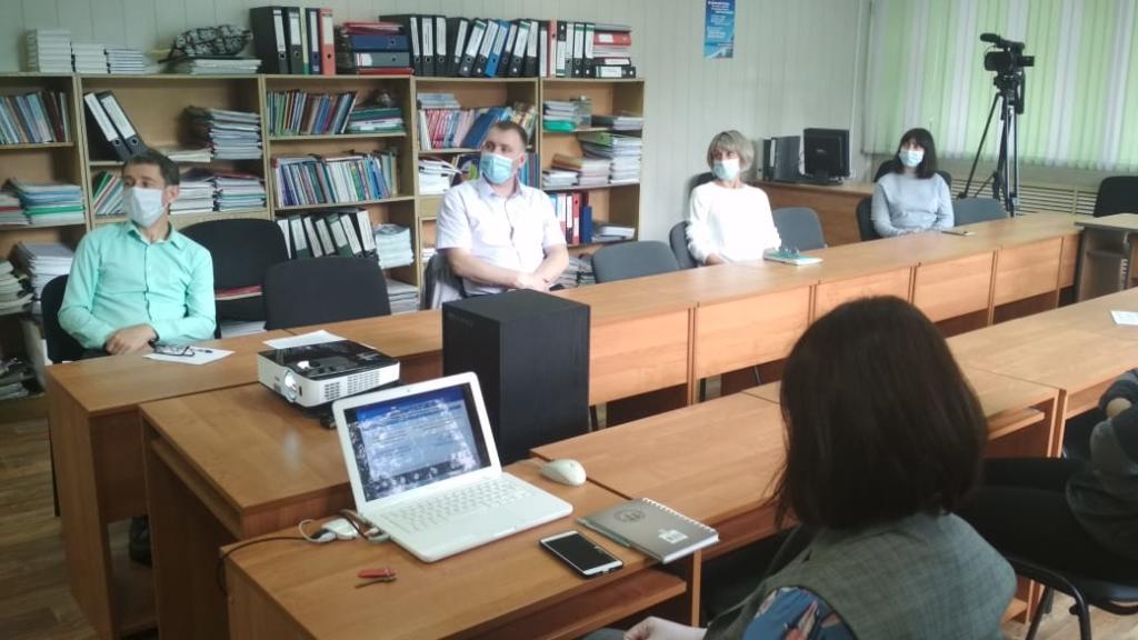 Учеба на дистанционке, летний отдых и ЕГЭ. Родители со всего Приангарья приняли участие в видеоконференции с врио губернатора