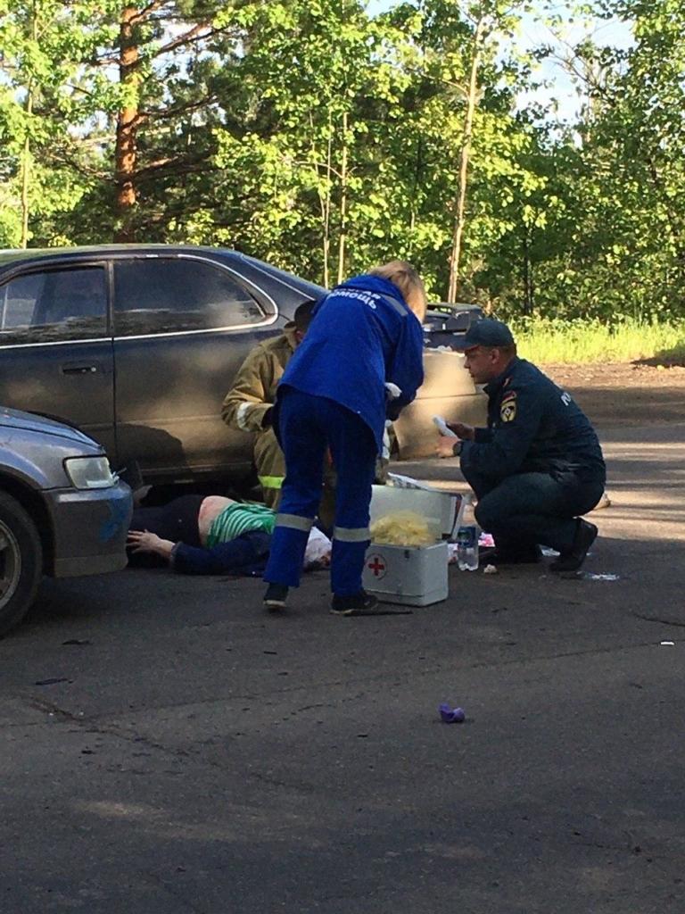 Сбиты на пешеходном переходе. В Усть-Илимске в результате ДТП пострадали женщина и ребенок (фото)