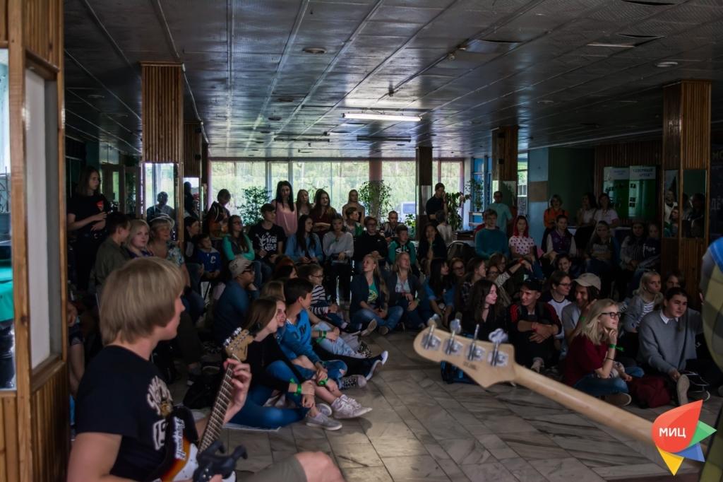 День молодежи онлайн. Братские активисты решили провести вечер гитарной музыки в прямом эфире