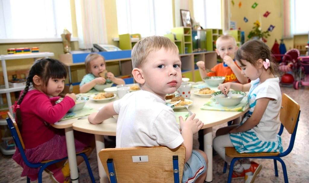 Только для детей работающих родителей! В Усть-Илимске просят соблюдать правила посещения дежурных групп в детсадах