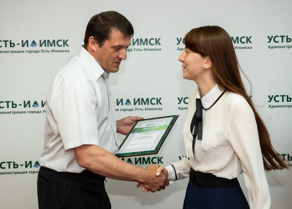 Золотой выпуск. В Усть-Илимске чествовали лучших старшеклассников 2020 года