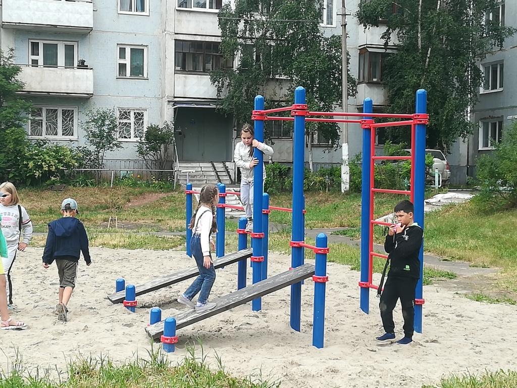 В Братске открыли три Workout  площадки. Спортивные конструкции производит и монтирует местная фирма