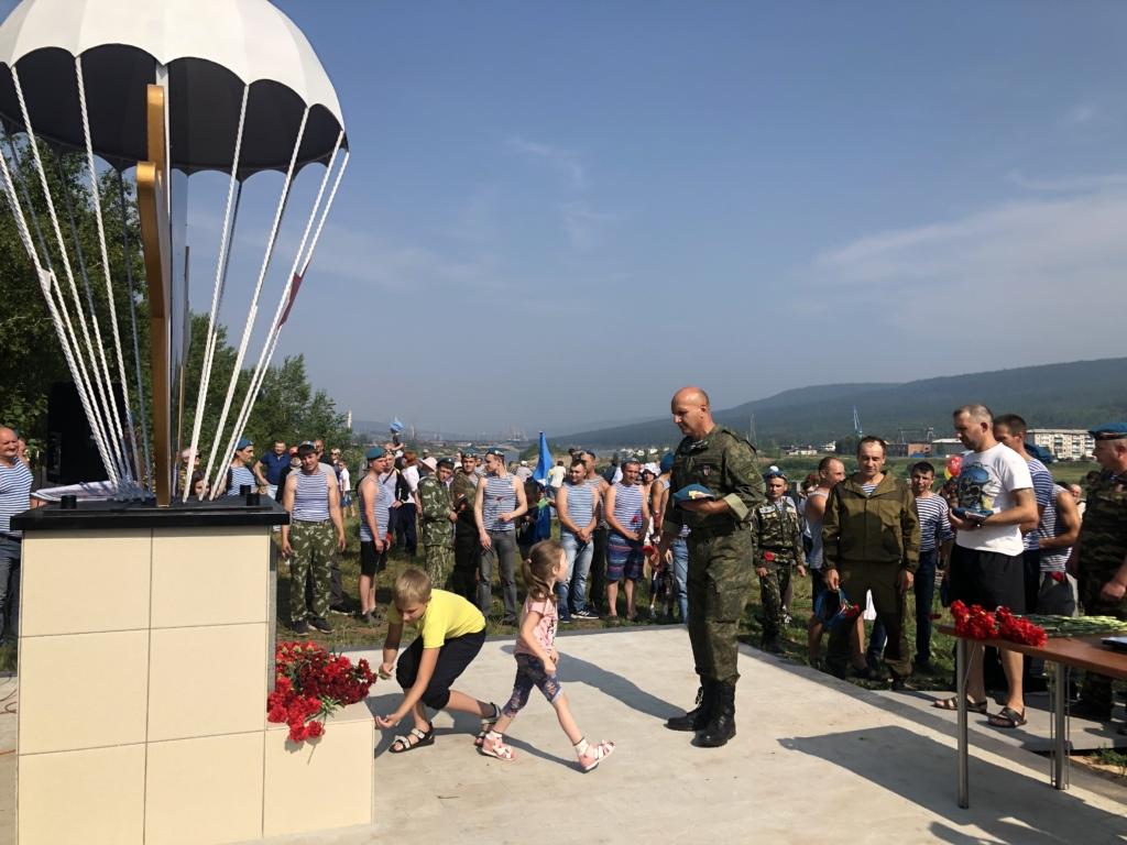 Стела, посвященная 90-летию создания воздушно-десантных войск, появилась в Усть-Куте